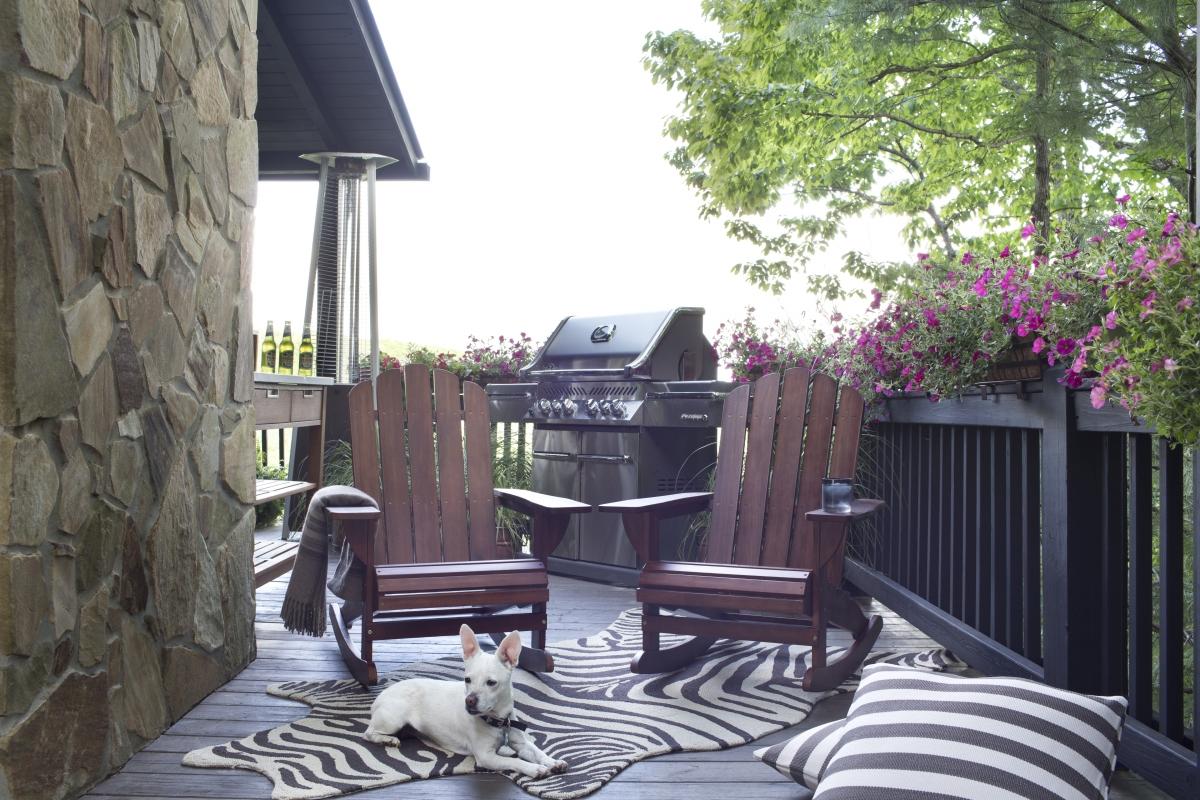 Brian-Patrick-Flynn's-Relaxing-Grill-Deck